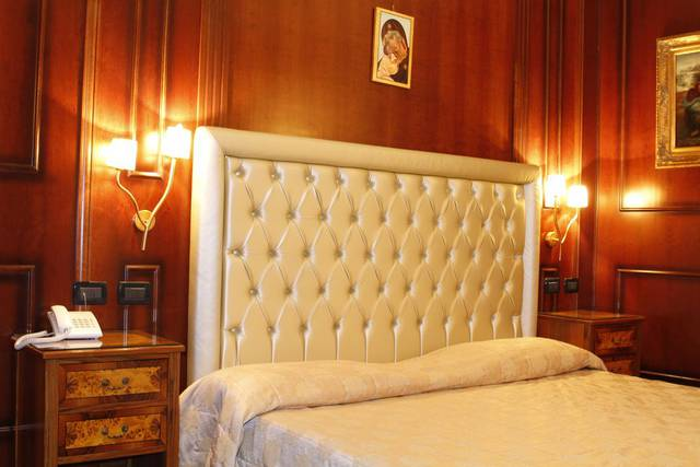 Standard triple room boutique hotel trevi rome