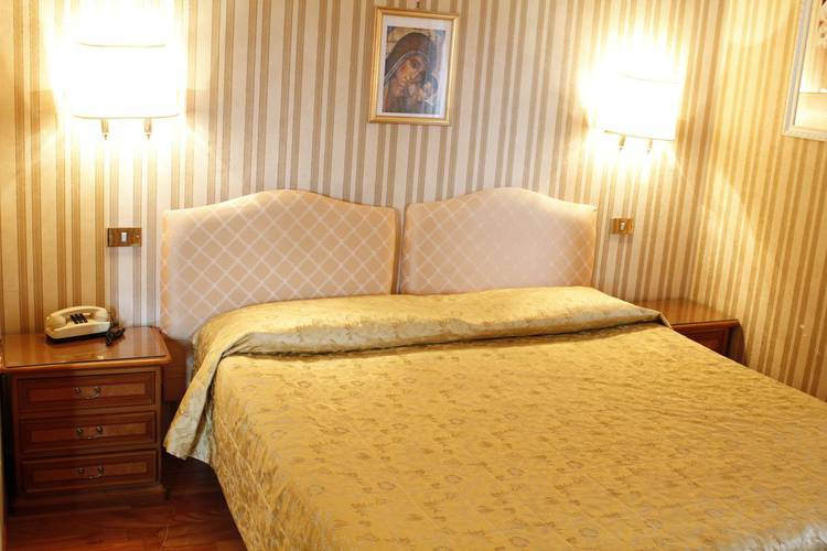 Standard double room viminale hotel rome
